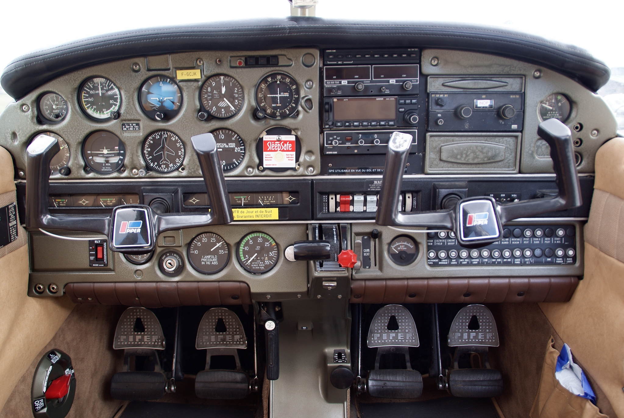 5 Light Aircraft Cockpit Images on airplane light switch